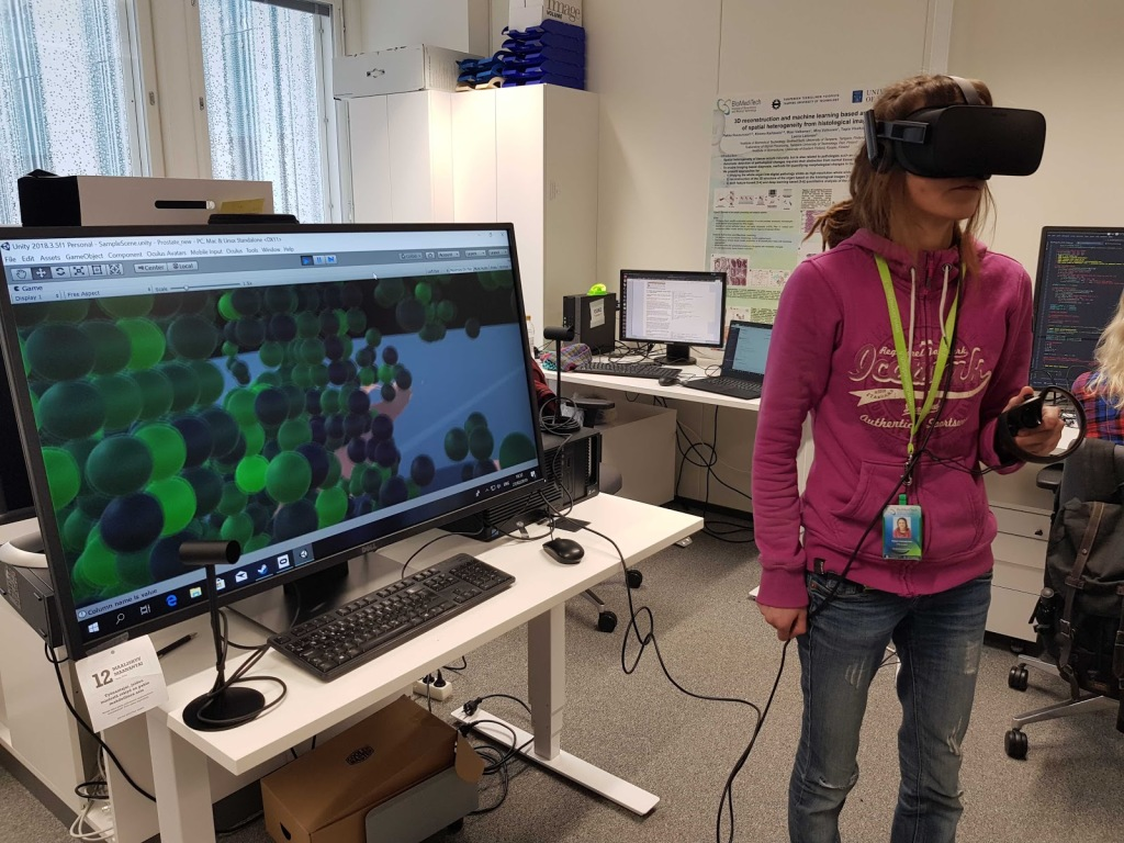 Photo of a girl wearing VR goggels.